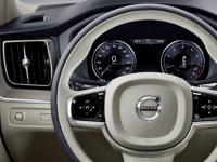 每辆新沃尔沃汽车的最高时速都被限制为180 km / h