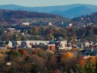 地球票价在弗吉尼亚州威廉斯堡市中心区重新开放