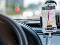 新研究发现免提手机法与减少司机死亡有关