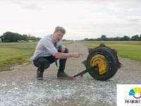 柯林·福尔泽通过观看《先锋》制作了真实版的Junkrat RIP轮胎